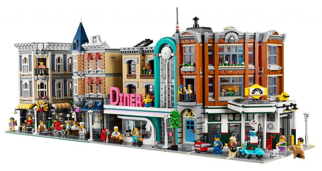 LEGO-Creator-Expert-10264-Corner-Garage-0000-1068×569